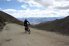 Cyclist on Khardung La