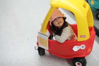 SAKURAKO try out a Cozy Coupe.
