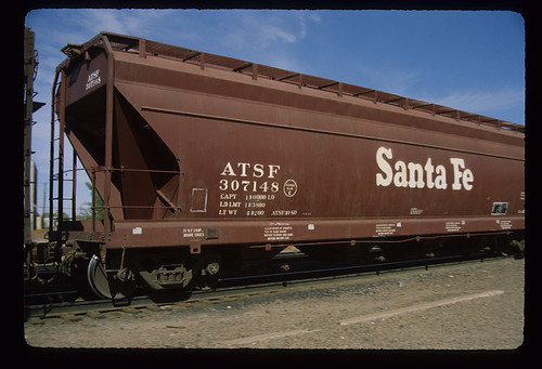 6243996195 86d244fd9a ATSF 307148; Class GA 116, 46 Covered 3 Bay 70 Ton Hopper Car; Pullman Standard Car Manufacturing Co., 1959; Freight Car; November 1982
