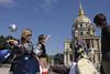 Dolce vita in Paris! Visit the city on a Vespa, alone or with a guide, with the Jeu de Paume Hotel.