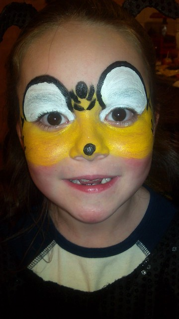 Face Paint Bumble Bee http://www.flickr.com/photos/oh-hey-there-shannon/6331819576/