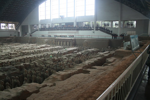 2011-11-17 - Xian - Terracotta warriors - 26 - Excavation hall 1 - Pit