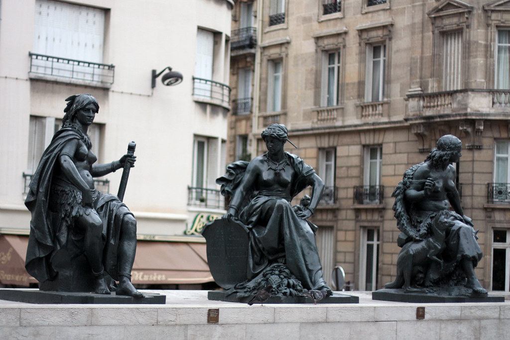 Sculptures outside Musee d'Orsay