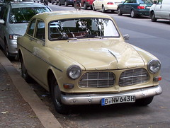 automobile(1.0), automotive exterior(1.0), vehicle(1.0), compact car(1.0), antique car(1.0), volvo cars(1.0), sedan(1.0), classic car(1.0), land vehicle(1.0), volvo amazon(1.0),