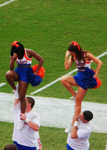 Gator Cheerleaders Tebowing