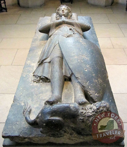 Effigy of Jean d'Alluye_lion