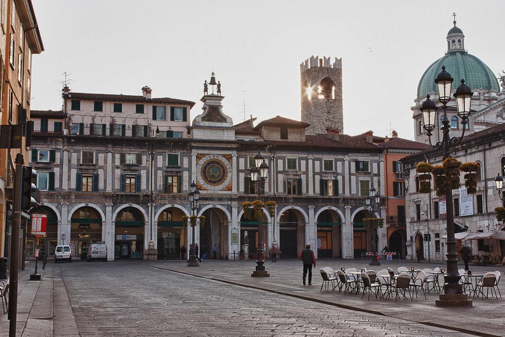 Casa de la Vila (Piazza della Loggia e Orologio)