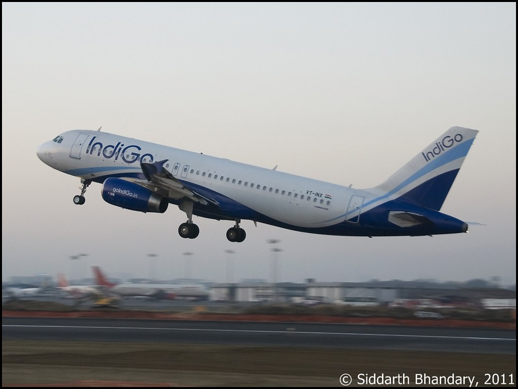 IndiGo Airbus A320 (VT-INX) take off from RWY 27