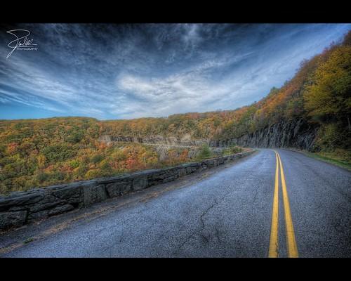 road autumn fall canon unitedstates northcarolina f11 hdr blueridgeparkway 1635 pleasantgrove brp doughtonpark ef1635mmf28liiusm canonef1635mmf28lii canoneos5dmarkii
