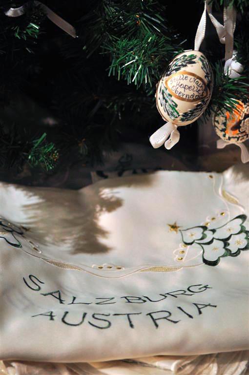 Huevo sobre un mantel de la ciudad de Salzburgo (Austria) Christmas in Salzburg, espíritu navideño todo el año - 6333230266 805b5a3843 b - Christmas in Salzburg, espíritu navideño todo el año
