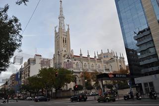 http://hojeconhecemos.blogspot.com/2011/11/calle-goya-madrid-espanha.html