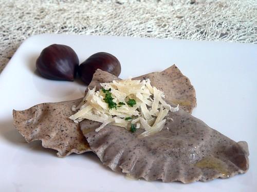 ravioli di farina di castagne con gorgonzola e radicchio rosso