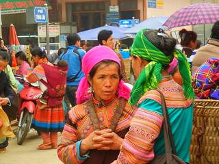 Muong Khuong Market scene