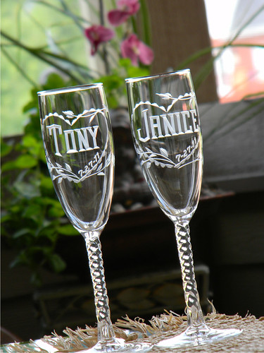 Twisted Stem Champagne Flutes with Scalloped Heart