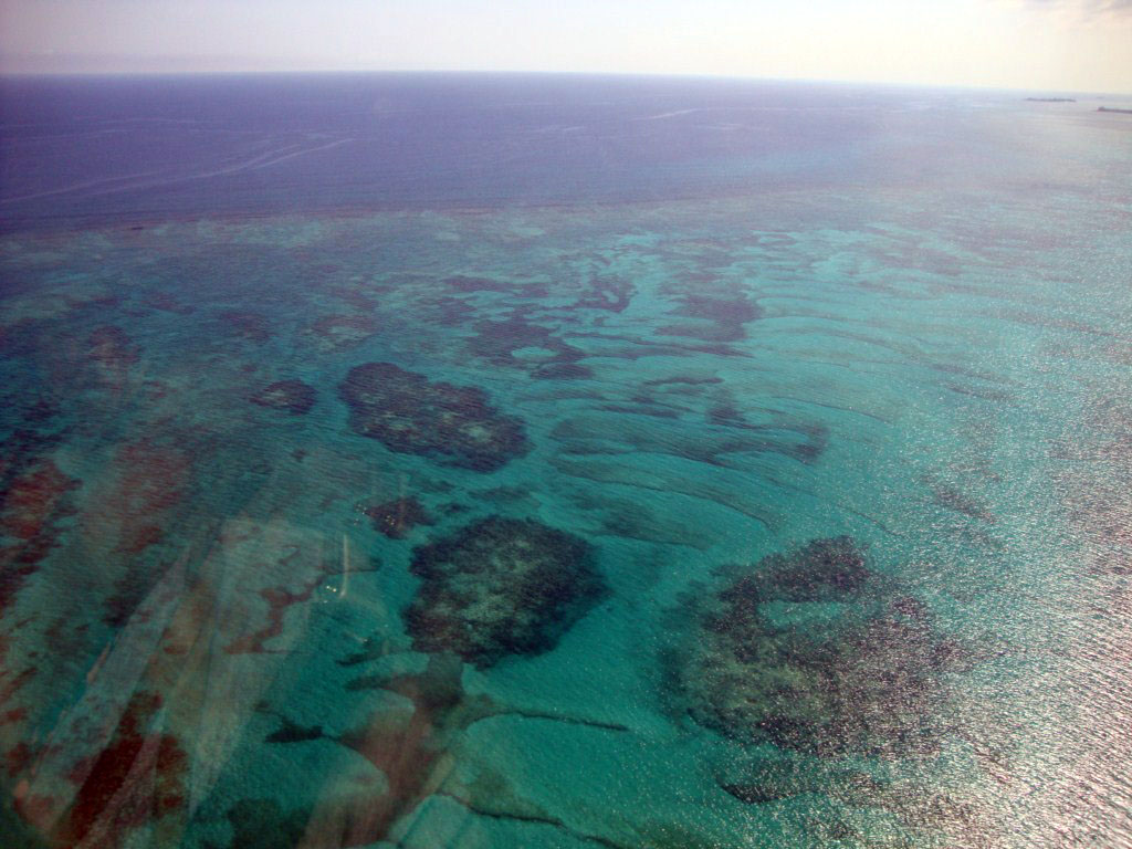 Así son los fondos de las islas Bahamas vistos desde el avión