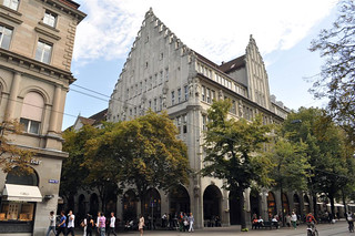 Pintoresca arquitectura durante el paseo zurich - 6332169657 28177ed2c5 n - Dos paseos por la ciudad suiza de Zürich