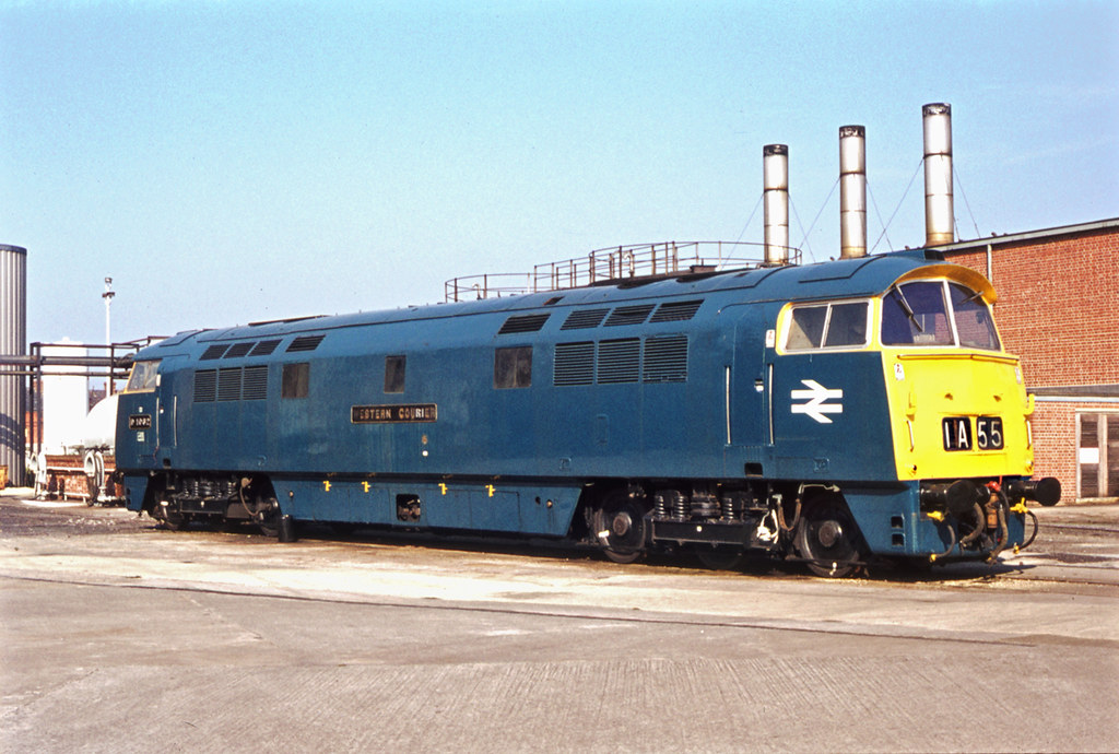 D1062 Western Courier at Swindon