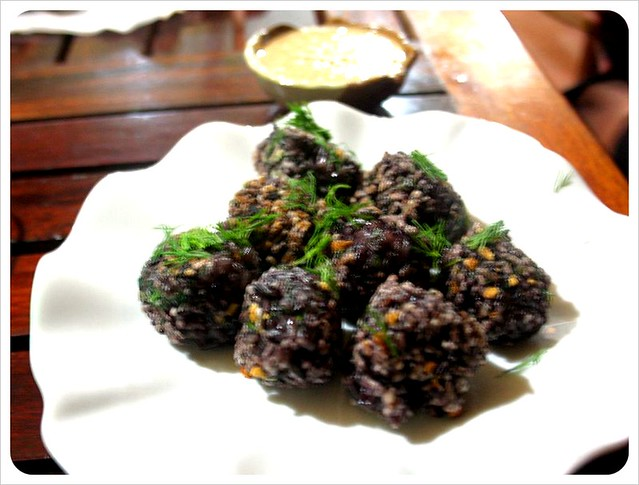 sticky rice balls nong khiew