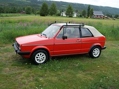 executive car(0.0), family car(0.0), convertible(0.0), automobile(1.0), vehicle(1.0), volkswagen golf mk1(1.0), city car(1.0), sedan(1.0), land vehicle(1.0), hatchback(1.0),