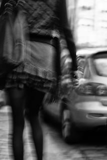 photo de rue femme mouvement noir et blanc