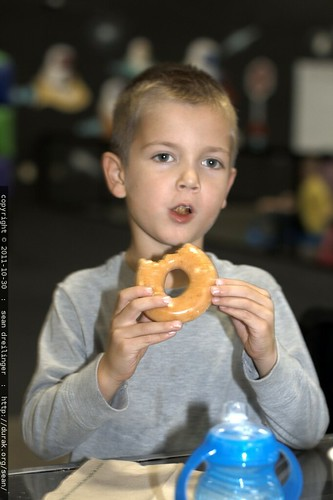 marcus w/doughnut    MG 7685