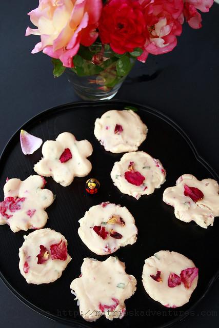 immagine Cioccolatini con petali di rose e rosmarino