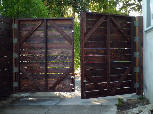 Custom 1x6 horizontal redwood driveway gates and fence; Monrovia 91016 ...