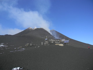 First moments of a new paroxysm: Etna, 15 November 2011