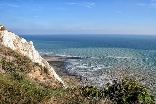 uk sea england chalk waves unitedkingdom horizon cliffs layers englishchannel beachyhead lamanche larigan phamilton licensedwithgettyimages