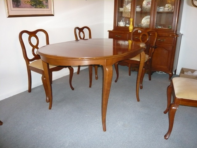 solid maple dining room table with 6 chairs 250 obo