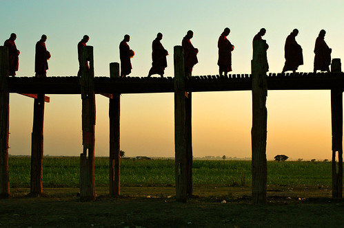 bridge sunset people silhouette outdoors nikon asia southeastasia d70 burma religion monk buddhism pont myanmar asie coucherdesoleil bouddhisme amarapura ubein birmanie moine 123faves asiedusudest pascalboegli lpserenity