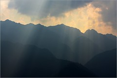 Mount Fansipan with sun rays by Zé Eduardo...