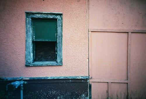 pink autumn building green fall film window wall analog 35mm lomo lomography october lomolca fujisuperia400 2011 crescentavenue eauclairewisconsin shawtown