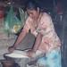 Moliendo frijol - grinding beans; San Miguel Peras, Oaxaca, Mexico por Lon&Queta