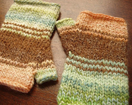 peachy green mitts