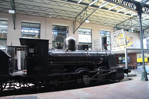 Locomotora de vapor preservada en el museo de ferrocarril de asturias