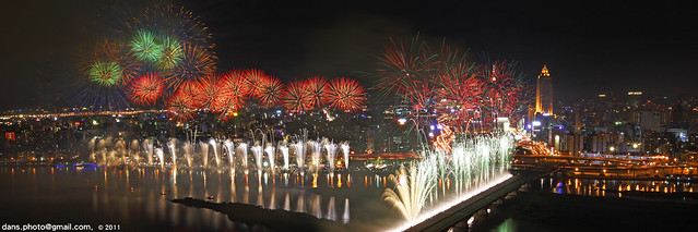 Fireworks at the Dadaocheng wharf 2011 大稻埕煙火節