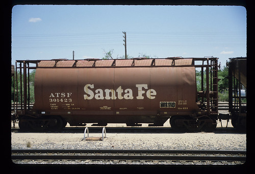 6243997675 795963747e ATSF 301423; Class GA 131, 39 Covered 2 Bay Center Flow Hopper Car; American Car & Foundry, 1962; Freight Car; May 1984