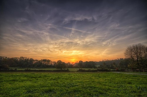 canon eos 7d sigma 1020mm hdr photomatix nature paysage landscape wideangle france franchecomté prairie champs field meadow campagne sky nuages clouds colors couleurs sunset coucher soleil sun philippesaire herbe grass pwpartlycloudy night photo photography ciel