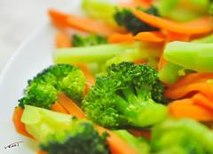 meal(0.0), garnish(0.0), broccoli(1.0), salad(1.0), carrot(1.0), vegetable(1.0), cruditã©s(1.0), produce(1.0), food(1.0), dish(1.0), cuisine(1.0),