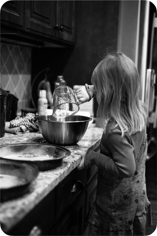 20111119_Delia Bray Baking Daddy Cake_0008_web