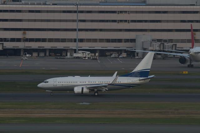 RoyalJet B737-700