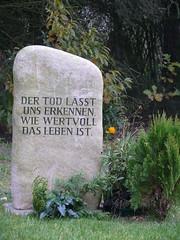 Gedenkstein auf dem Ragower Friedhof