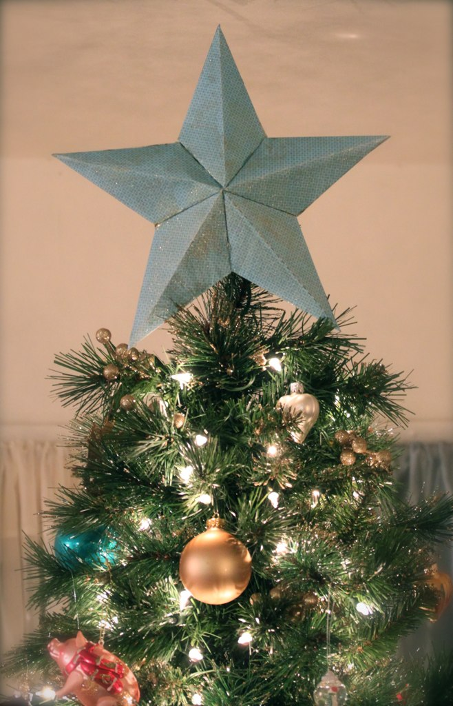 pretty cozy diy star tree topper explained. Black Bedroom Furniture Sets. Home Design Ideas