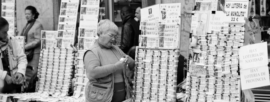 Fotografía de la típica lotera roñosa que se pone en Sol revendiendo Lotería
