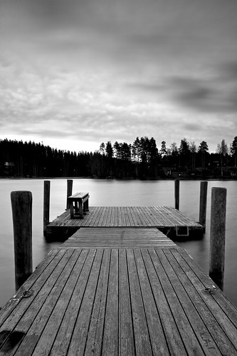 longexposure morning sky blackandwhite bw white lake black water monochrome clouds zeiss sunrise suomi finland eos pier wind 21 hard windy filter lee edge nd he filters 06 grad f28 kuopio ze graduated density neutral 21mm carlzeiss lakescape gnd canoneos5d kallavesi kettulanlahti distagont2821 distagon2128ze