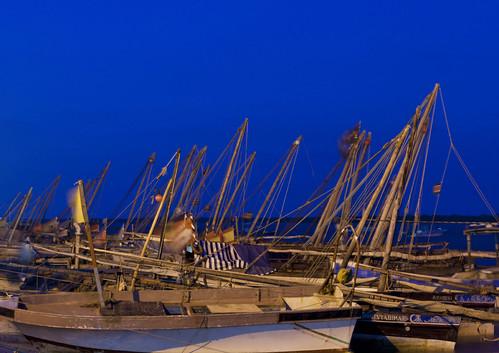 africa night port boats island kenya culture unescoworldheritagesite afrika dhows tradition lamu swahili afrique eastafrica quénia lafforgue ケニア quênia كينيا 케냐 113863 кения keňa 肯尼亚 κένυα tradingroute кенијa