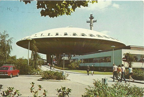 eindhoven - evoluon (main entrance seen from the car park) by hansaviertel