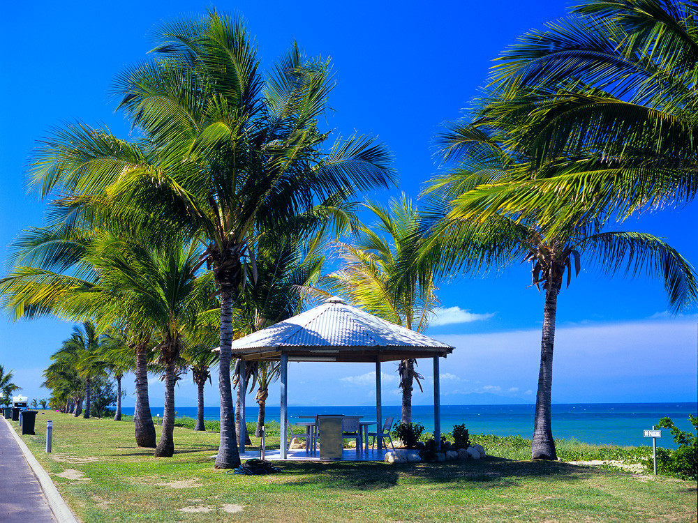 Rollingstone Beach Caravan Resort