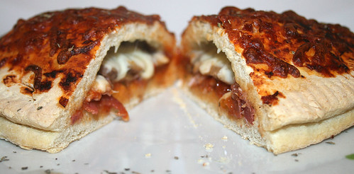 51 - Pizza Calzone - CloseUp2
